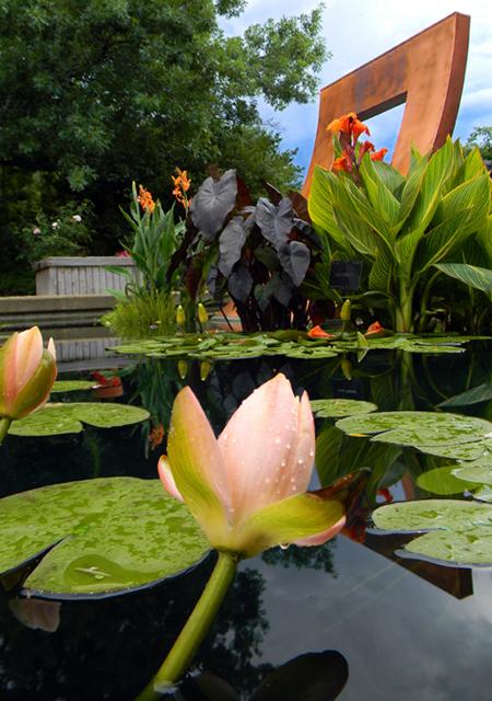 """Denver Botanic Gardens' """"Zen Doorway"""" sculpture"""